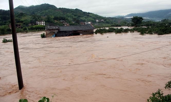 الصين: السيول تودي بحياة 12 شخصا
