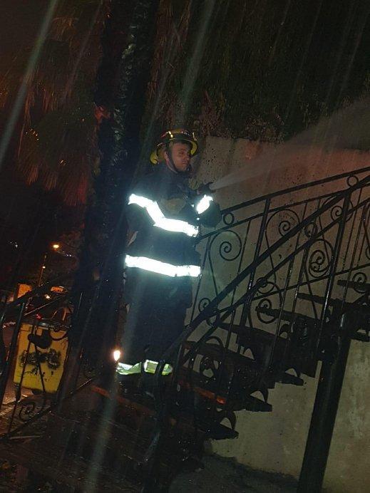 جولس: حريق في منزل يلتهم سيارة