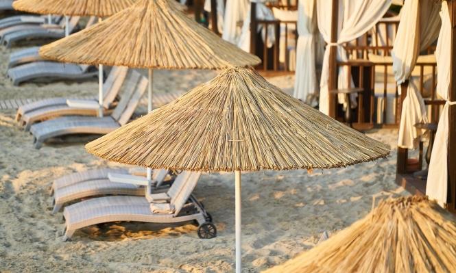 كيف يمكن التخفيف من أعراض حروق الشمس؟