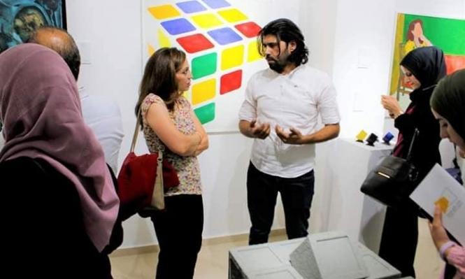 معرض لوحات فلسطيني مُستلهم من إحدى قصائد محمود درويش