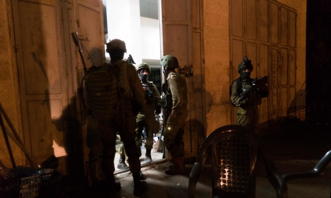 اعتقالات بالضفة واقتحام منزل عائلة الشهيد عبيد بالعيسوية