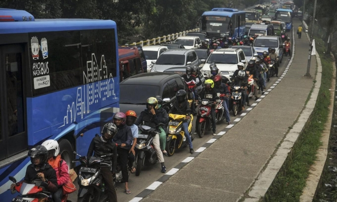 للحد من التلوث.. أندونيسيا تقيّد استخدام السيارات الخاصة