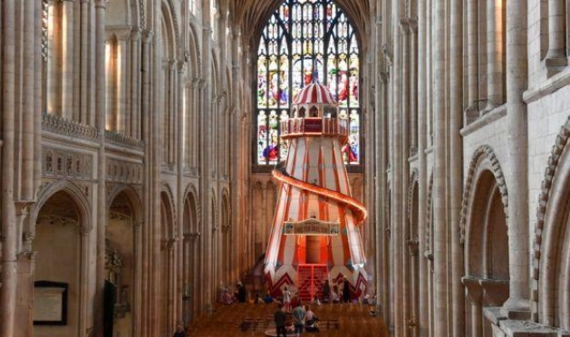 """""""زحلوقة"""" داخل كاتدرائية بريطانية  لجذب المصلين"""