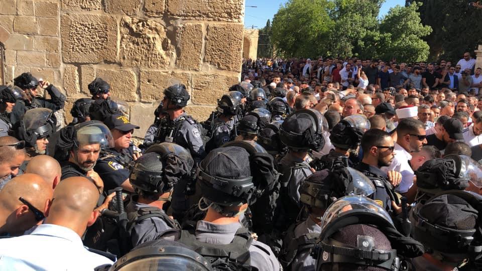 مواجهات عنيفة في الأقصى عقب اقتحام الاحتلال لباحاته