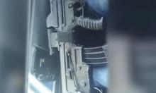 فيديو: نصراوي يطلق النار بشكل عشوائي من سلاح جندي
