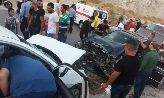 مصرع شخصين وإصابة 12 آخرين في حادث طرق قرب نابلس