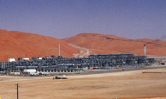 الحوثيون يعلنون استهداف منشآت نفطية في العمق السعودي