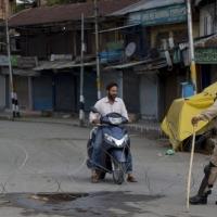 كشمير: الهند تعتقل الآلاف وتستمر بفرض قيودها الأمنية