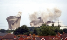 هدم محطة طاقة كانت تُعتبر من أقبح المباني في بريطانيا