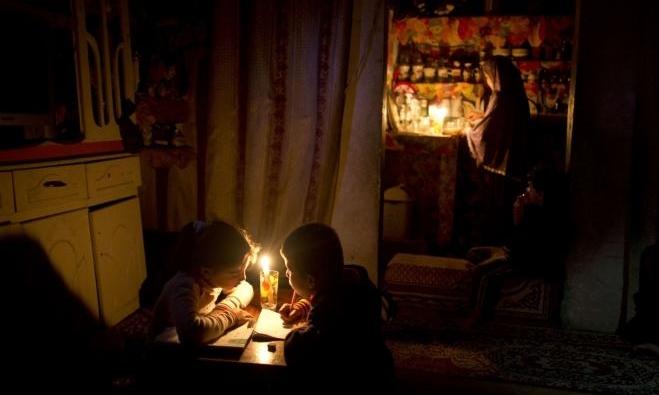تحذير إسرائيليّ لأكبر مزود فلسطيني للكهرباء بقطع التيّار