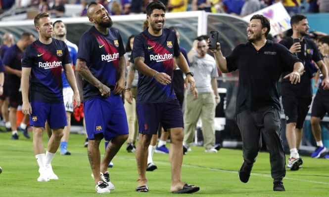 فيدال يحسم موقفه من الاستمرار مع برشلونة