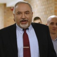 اتفاق فائض أصوات: تمهيد لتعاون بين غانتس وليبرمان بعد الانتخابات