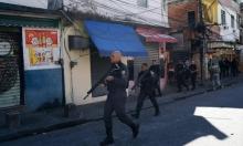 البرازيل: مسلح يحتجز رهائن في حافلة ويهدد بإضرام النار فيها