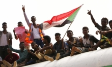 السودان: المجلس السيادي الانتقالي يباشر مهامه وحمدوك يصل الخرطوم