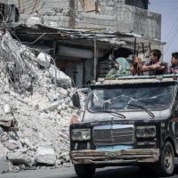 نزوح عشرات آلاف المدنيين والنظام يواصل قصف إدلب