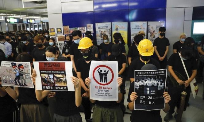 مُتظاهرو هونغ كونغ يستذكرون بطريقتهم اعتداءات الشرطة عليهم
