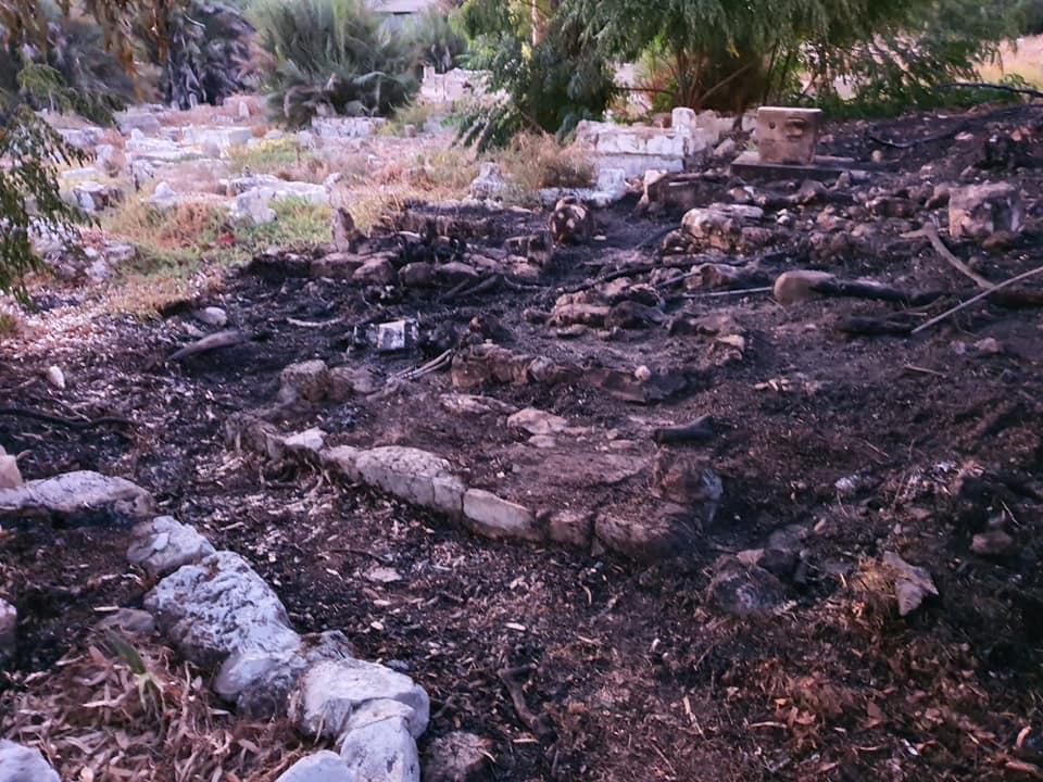 حيفا: إضرام النار في مقبرة الاستقلال واعتقال مشتبه