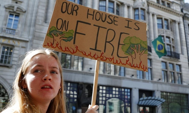 تعنت بولسونارو يزيد كارثة الحرائق في الأمازون