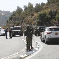 الاحتلال يواصل البحث عن منفذي عملية العين واعتقالات غرب رام الله
