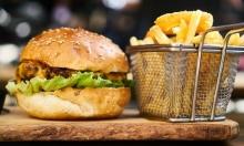 فرنسا تستعين بمطبخها: البرغر والبطاطا المقلية حل للصراعات العالمية