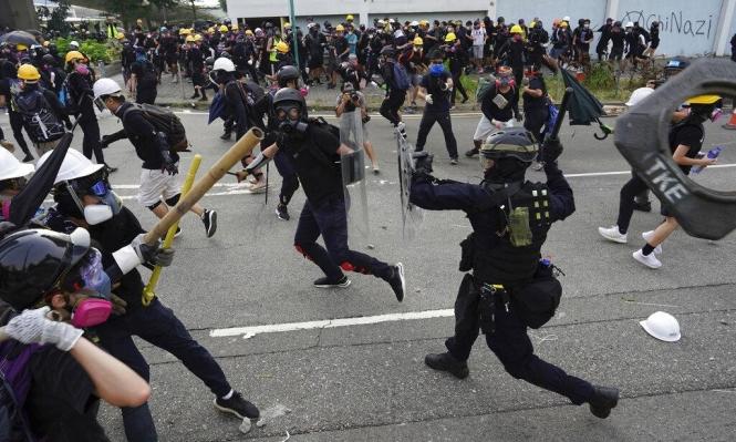 هونغ كونغ: آلاف المتظاهرين في مواجهات مع الشرطة
