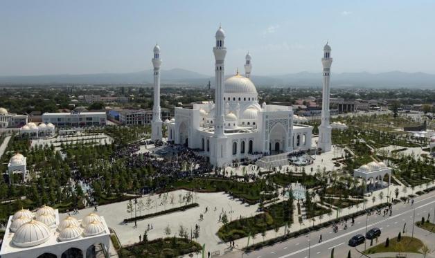 افتتاحُ أكبر مسجد في أوروبا