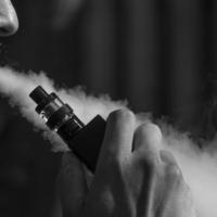 موت مدخّن سجائر إلكترونية بمرض رئة غير معروف