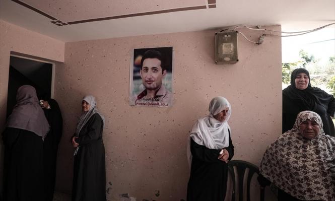 """غزّة تشيّع جثمان """"شهيد الغربة"""" وخشية من تعرض الآلاف لمصيره"""