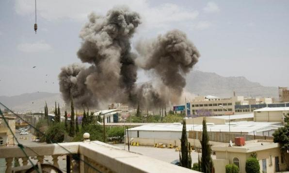 الحوثيون يقصفون مطار أبها بالسعودية