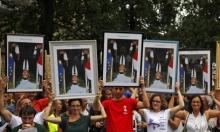 فرنسيون يتظاهرون حاملين صورا مقلوبة لماكرون... مسروقة