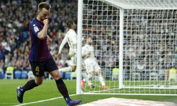 يوفنتوس يتمسك بضم نجم برشلونة