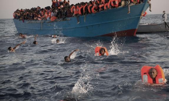 مصرع 40 مهاجرا من السودان قبالة سواحل ليبيا