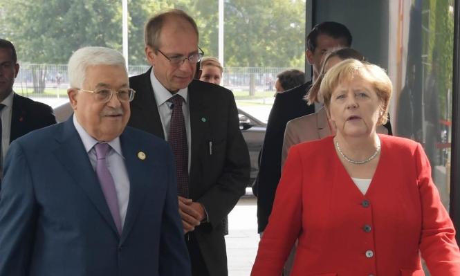 خلال اجتماعه بميركل: عباس يجدد استعداده للتفاوض مع إسرائيل