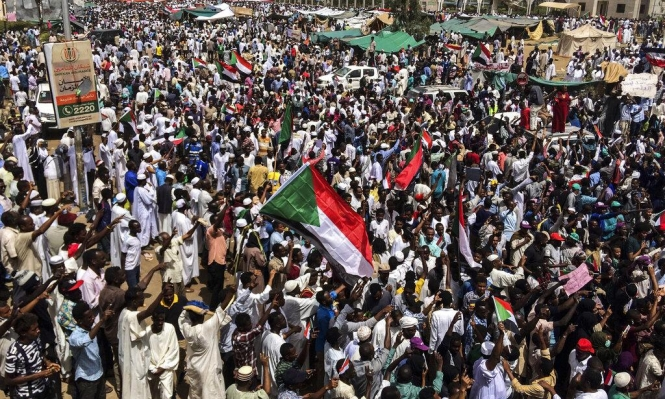 السودانيون يترقبون الإعلان عن الحكومة الأولى ما بعد البشير