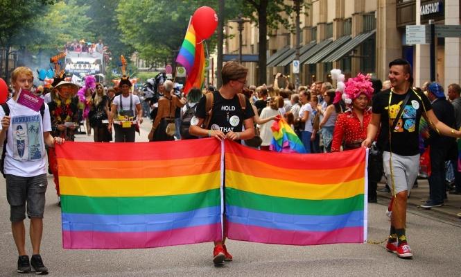 """لا وجود لـ """"جين المثلية الجنسية"""" لكن هناك عوامل أخرى تؤدي لها"""
