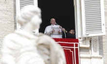 البابا يتأخر عن قداس الأحد بعدما علق في مصعد