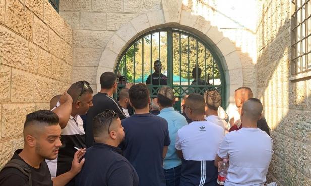 """اعتقالات بالضفة والاحتلال يغلق """"برج اللقلق"""" بالقدس"""