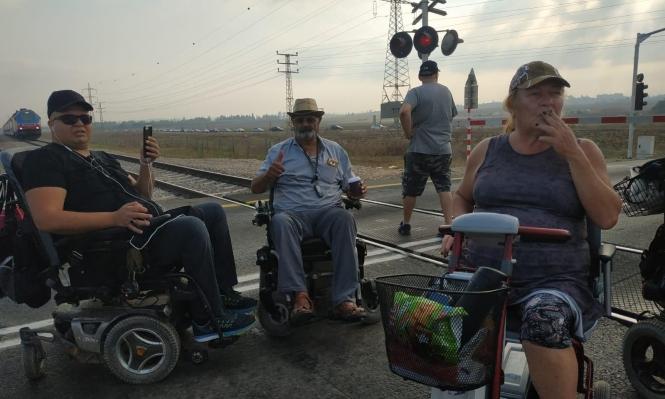 احتجاجات ذوي الاحتياجات الخاصة تعطّل حركة القطارات