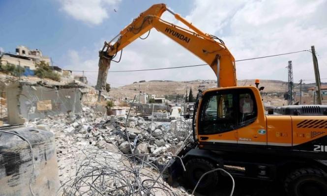 الاحتلال يهدم منزلا ومسجدا قيد الانشاء في الخليل