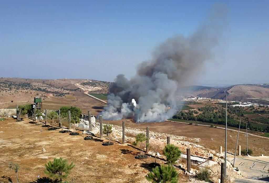 من القصف الإسرائيلي على مارون الراس (أ ب)