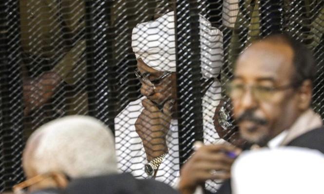جلسة محاكمة البشير تكشف: هكذا وزّعت أموال بن سلمان نقدًا