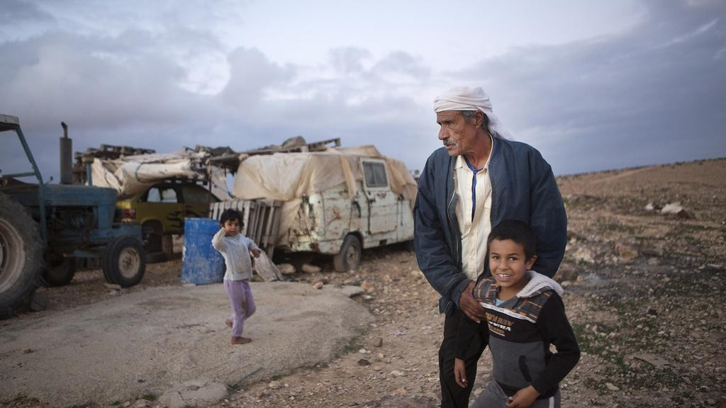 بعد القرى في النقب تفتقر إلى البنى التحتية (أ ب)