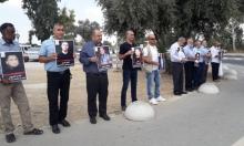 وقفة احتجاجية ضد الممارسات الإسرائيلية بحق الأسرى أمام سجن الرملة