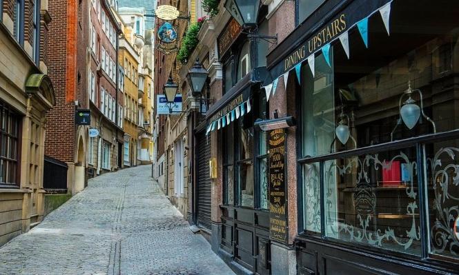 التجارة عبر الإنترنت تفلس 2900 متجر في بريطانيا