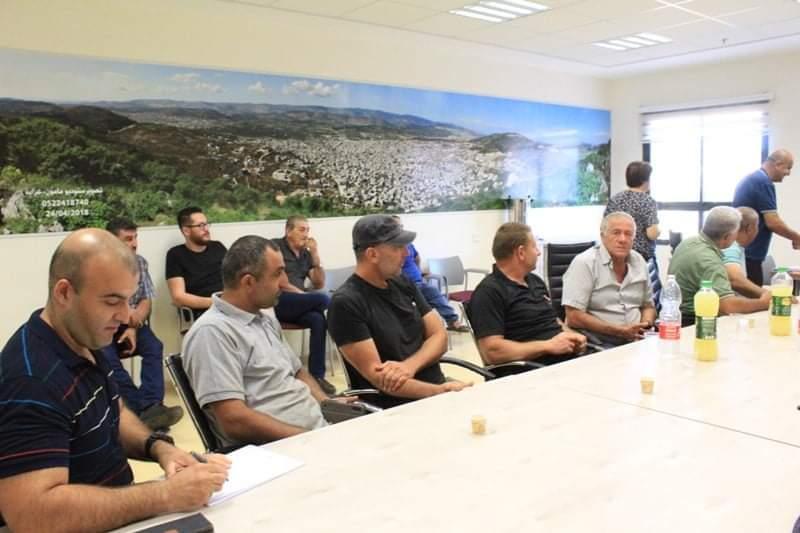 البطوف: أصحاب الأراضي يوقفون العمل بقناة تصريف المياه