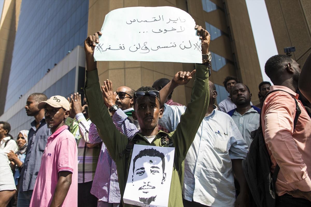 السودانيون يتظاهرون بالخرطوم للمطالبة بمحاكمة رموز البشير