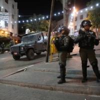 اعتقال 23 فلسطينيا بالضفة وإصابات بمواجهات بالخليل ورام الله