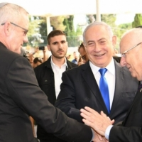 نتنياهو يدعو غانتس لحكومة وحدة