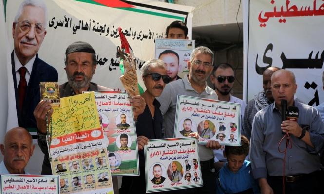باليوم الـ10 للإضراب: أسرى يغلقون الأقسام رفضا لأجهزة التشويش