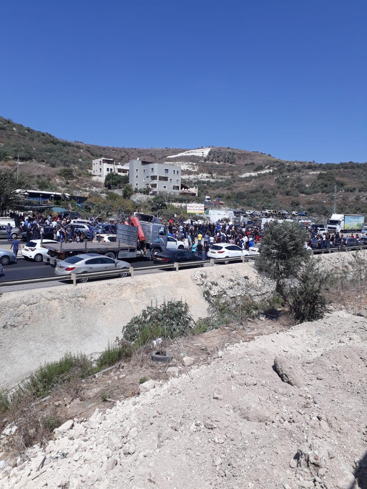 مظاهرة في أم الفحم: إغلاق شارع وادي عارة احتجاجا على الجريمة
